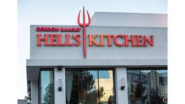 flaming drink mishap 2 injured at gordon ramsays hells kitchen las vegas cbs news - Hells Kitchen Las Vegas 2