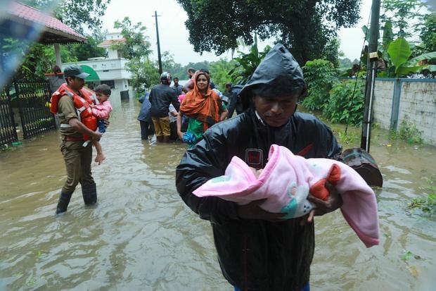 TOPSHOT-INDIA-FLOOD-AVIATION-WEATHER-KERALA