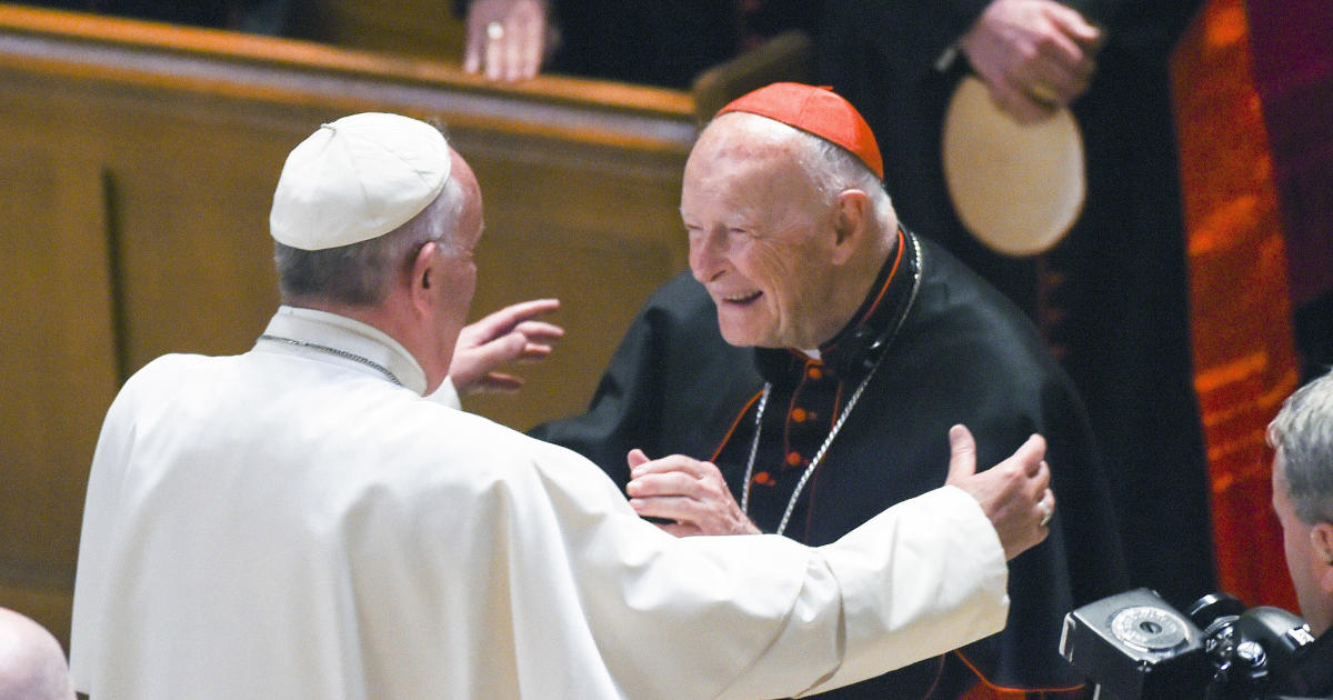 pope francis knew of abuse by ex cardinal mccarrick claims former