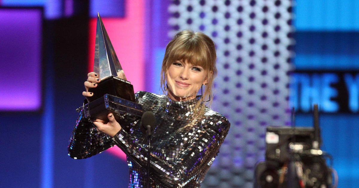 Taylor Swift urges fans to vote in midterm elections at American Music Awards