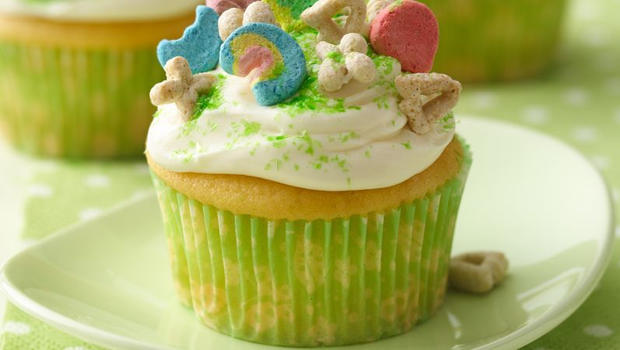 betty-crocker-kitchen-lucky-charms-cupcakes-recipe-620.jpg