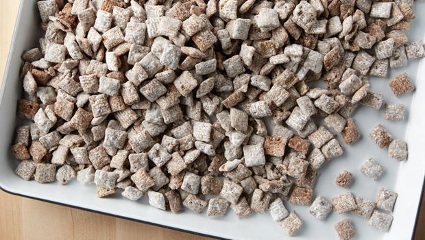 betty-crocker-kitchen-chex-muddy-buddies-recipe-620.jpg