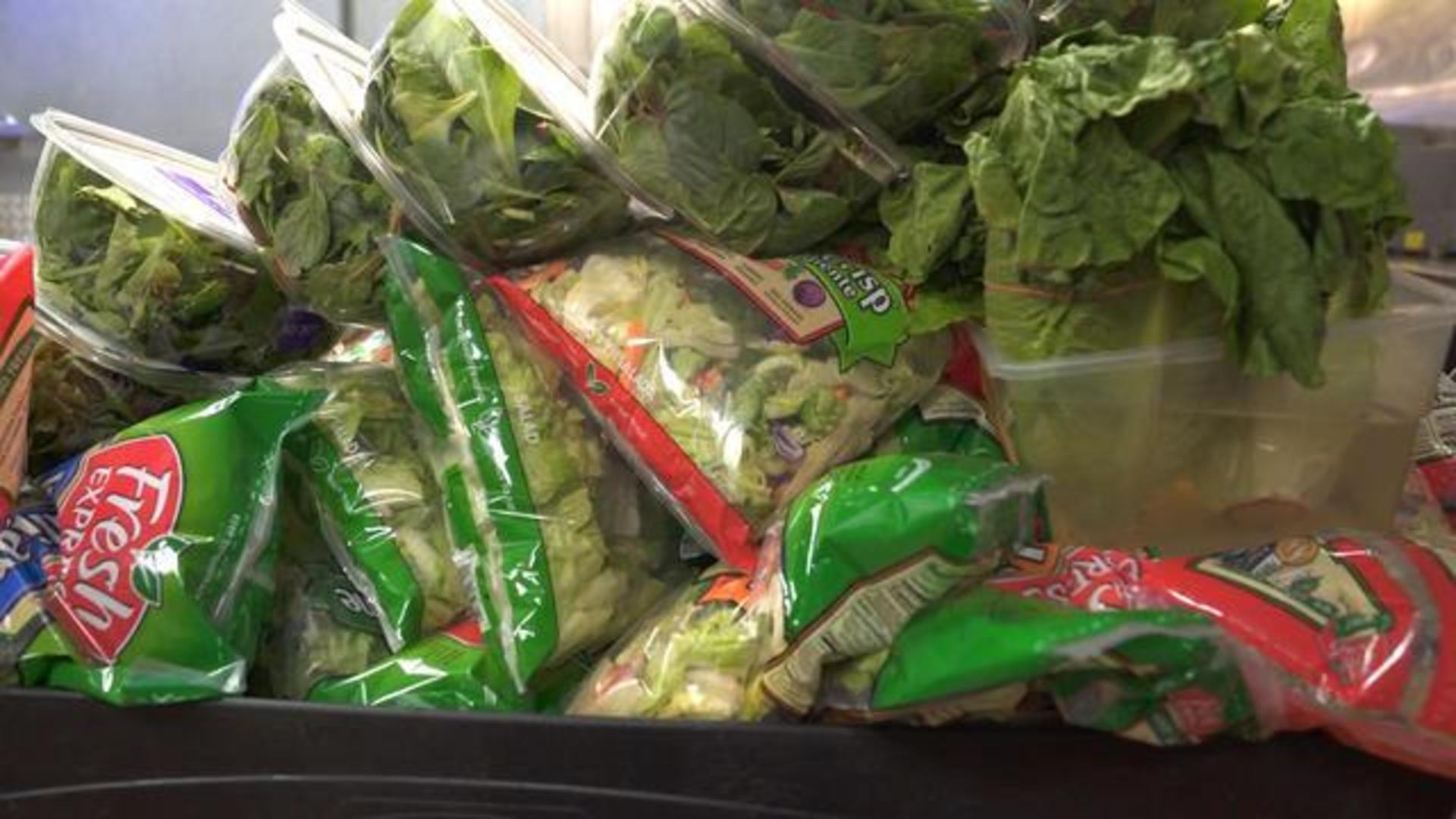 Lettuce Warnings For Christmas 2021 Romaine Lettuce Pulled From Shelves Amid Another E Coli Outbreak Cbs News