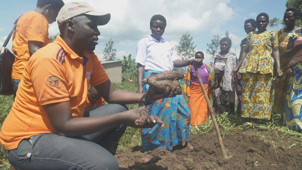 cip-agronomist-teaching-female-farmers-in-rural-rwanda-about-orange-fleshed-sweet-potatoes.jpg