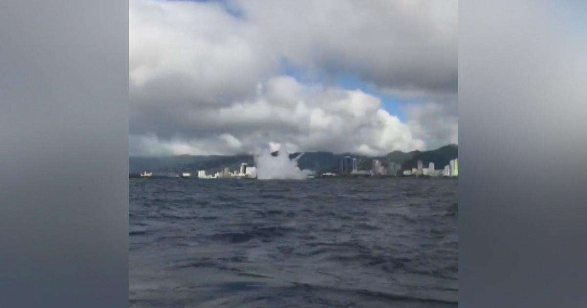 Parasailers recount dramatic rescue of pilot after fighter jet crashes off Hawaii