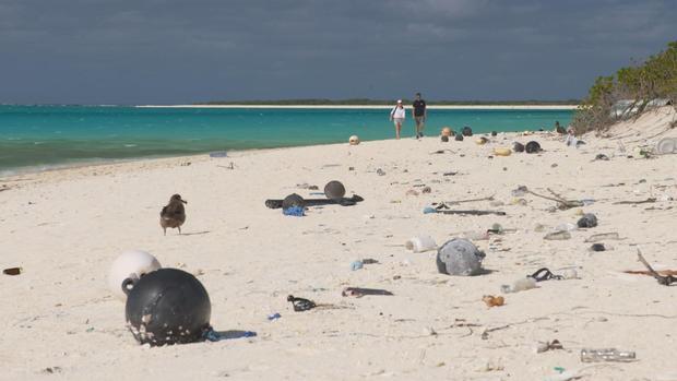 plastic-part-2-midway-kevin-obrien-beach-walk-2.jpg