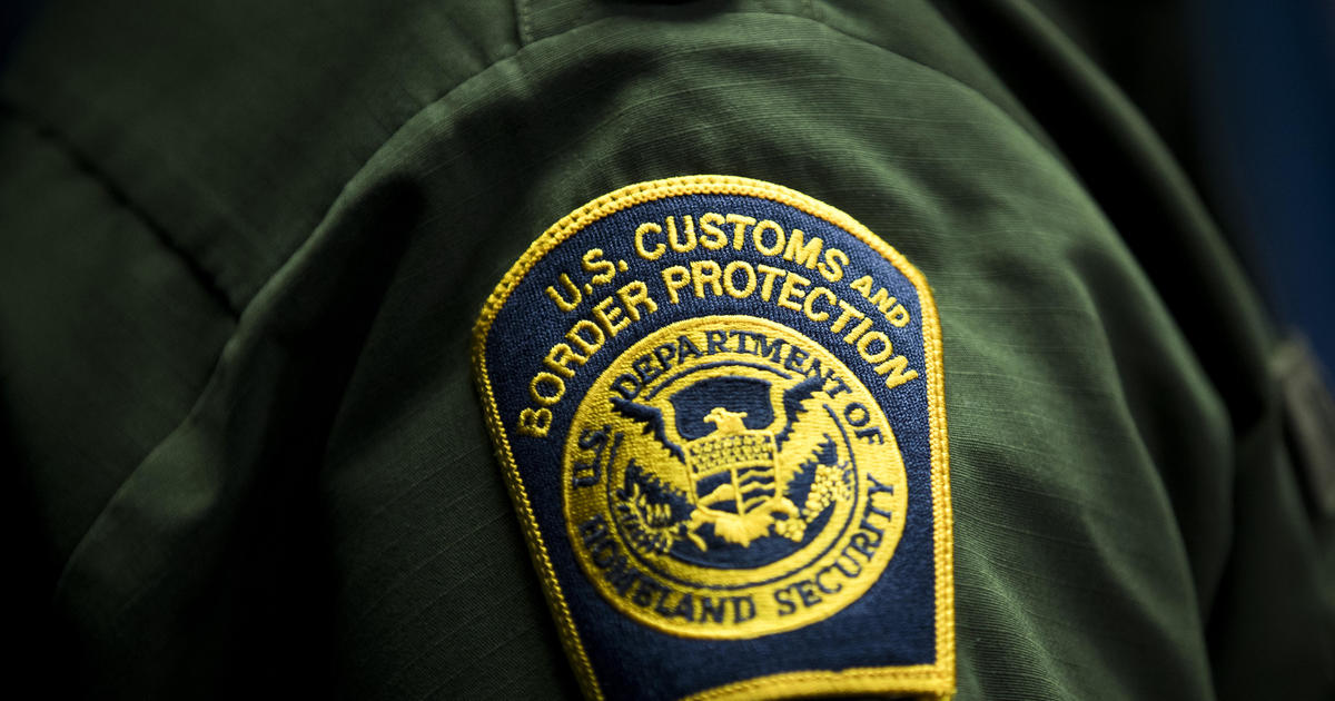 """U.S. immigration agencies drop use of terms like """"illegal alien"""" and """"assimilation"""""""