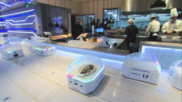 ecommerce-in-china-robot-pods-in-restaurant-620.jpg