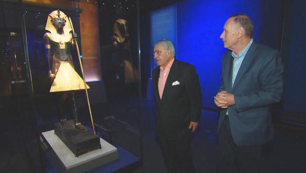 king-tut-exhibit-dr-zahi-hawass-john-blackstone-with-guardian-of-ka-statue-620.jpg