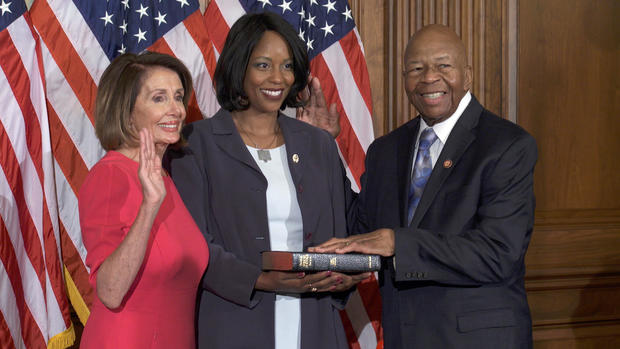 cummings-swearing-in-with-wife-and-pelosi.jpg