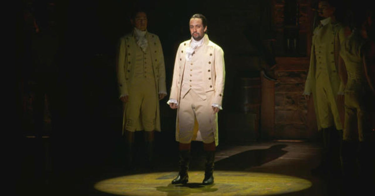 "Hamilton Puerto Rico:  Lin-Manuel Miranda raps about audience member filming during ""Hamilton"" performance - CBS News"