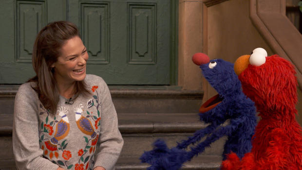 sesame-street-serena-altschul-with-grover-and-elmo-620.jpg