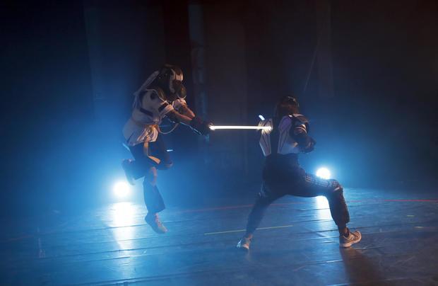 lightsaber-duel-2.jpg