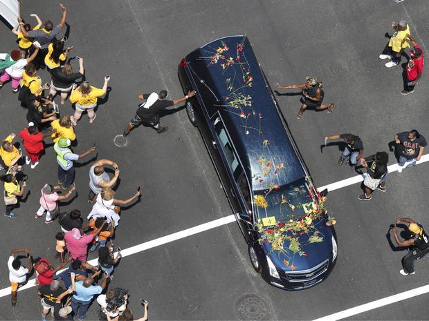 gallery-ali-funeral-mcd23.jpg