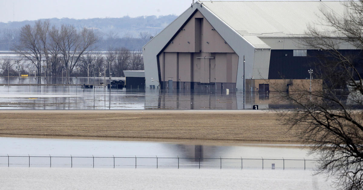 Midwest flooding: Historic, deadly Midwest flooding forces