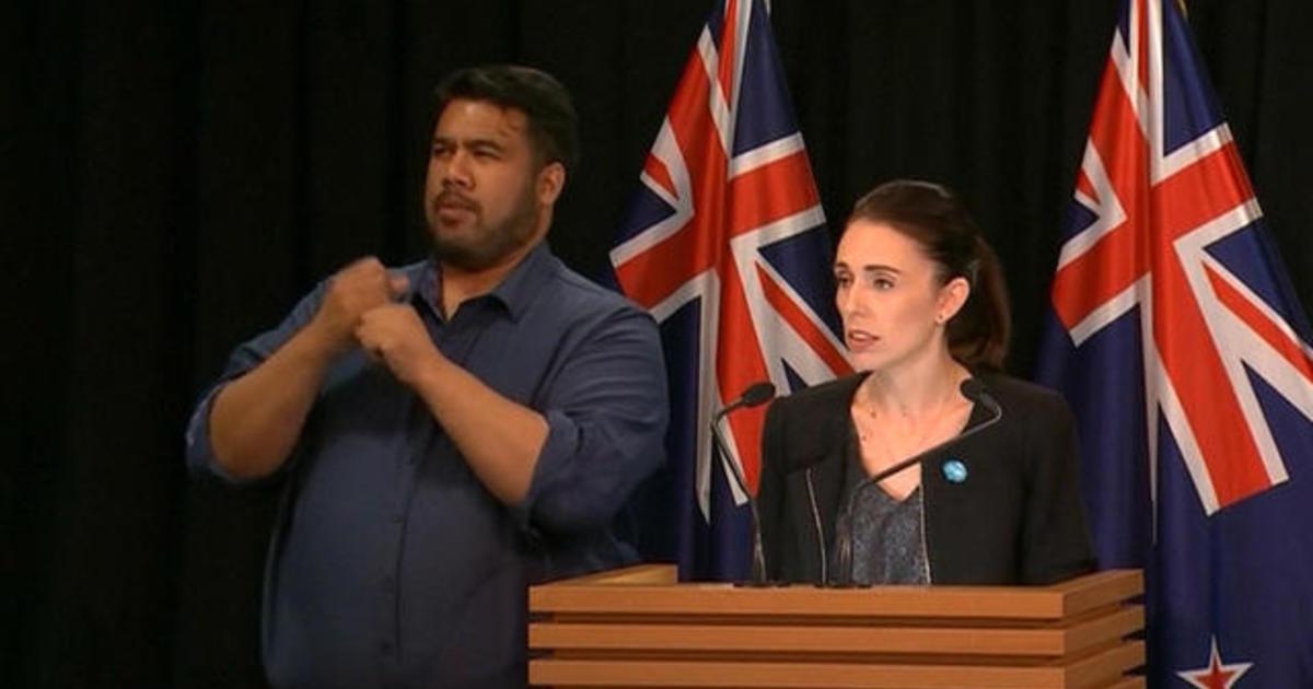 """Egg Boy"" eggs Australian Senator Fraser Anning: Teen who smashed egg on lawmaker's head now donating ""GoFundMe"" money to Christchurch mosque victims - CBS News"