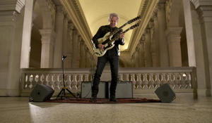 "Don Felder plays ""Hotel California"" at the Met"