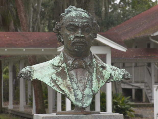 bust-of-robert-smalls.jpg
