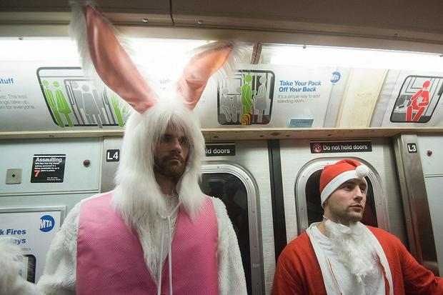 bad-bunny_santa-con