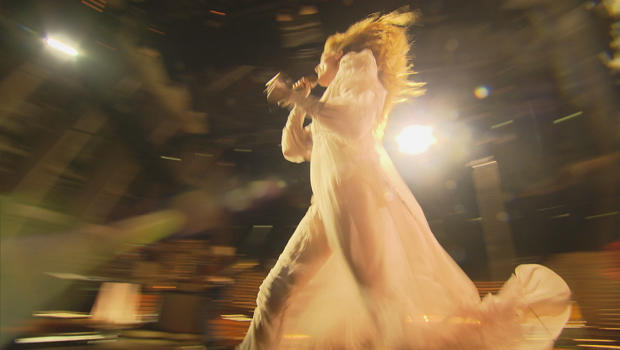 florence-welch-performs-hunger-620.jpg