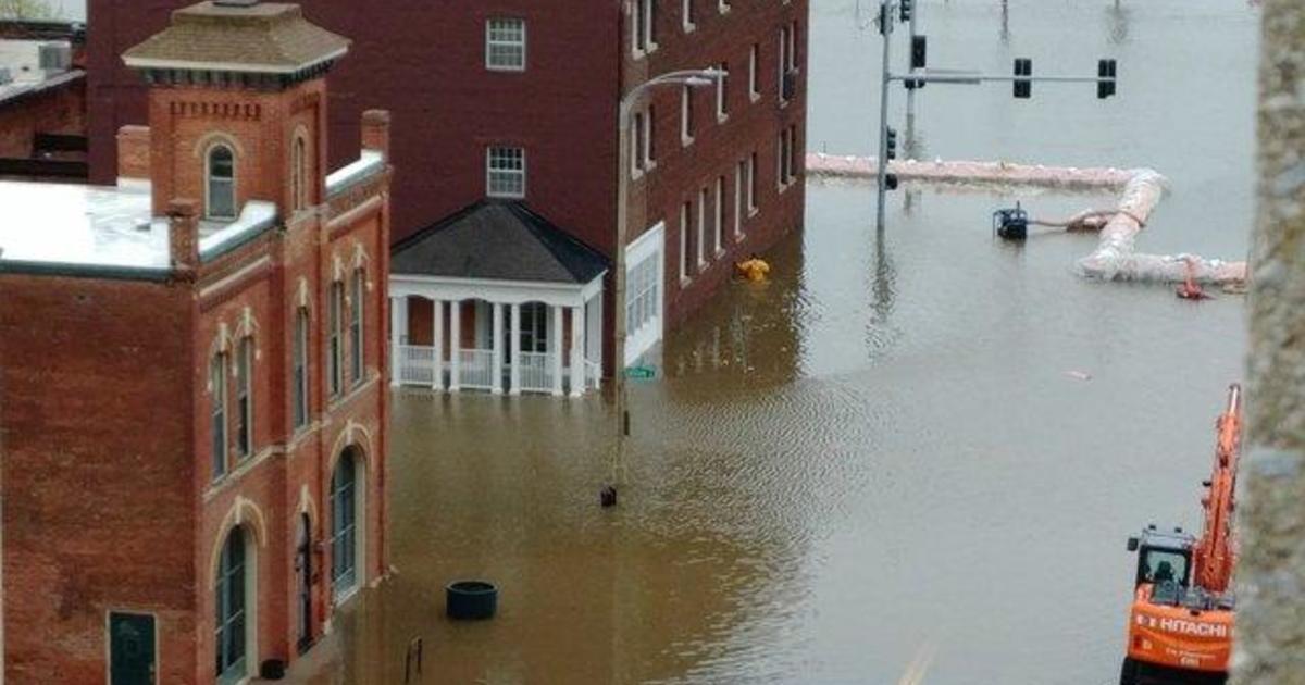 Flooding in Davenport, Iowa: Flood barrier fails along