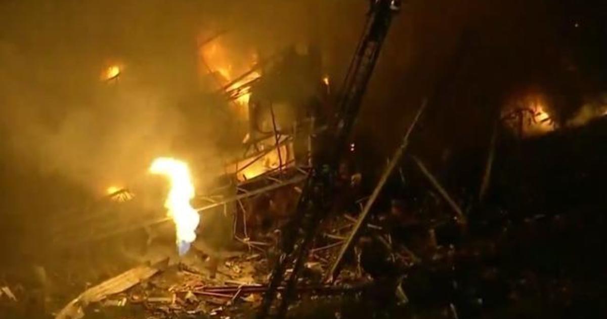1 dead after Illinois plant explosion - CBS News