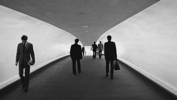 twa-hotel-walkway-620.jpg