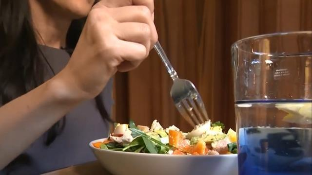 cbsn-fusion-low-fat-diet-can-lower-risk-of-death-breast-cancer-women-research-thumbnail-1851110-640x360.jpg