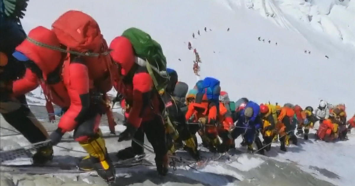 Climber describes scene in Everest's