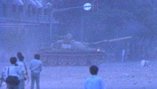 tiananmen-square-tanks-break-up-1989-protests-620.jpg