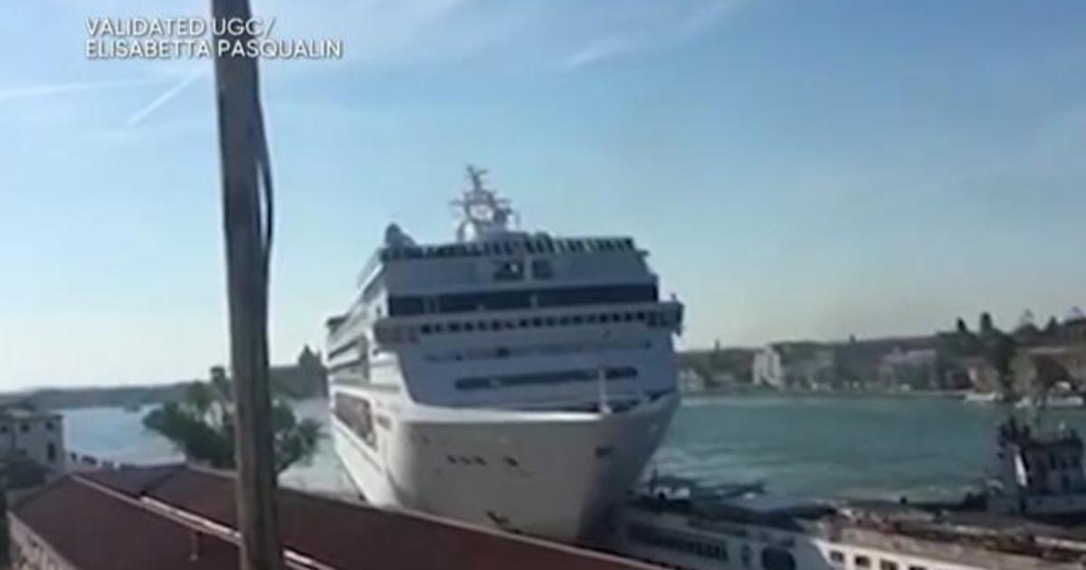 At least 4 injured in Venice cruise ship crash - CBS News