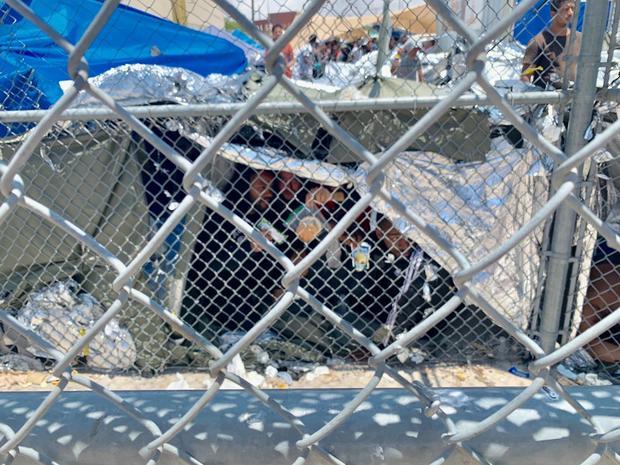 el-paso-texas-outdoor-migrants-02.jpg