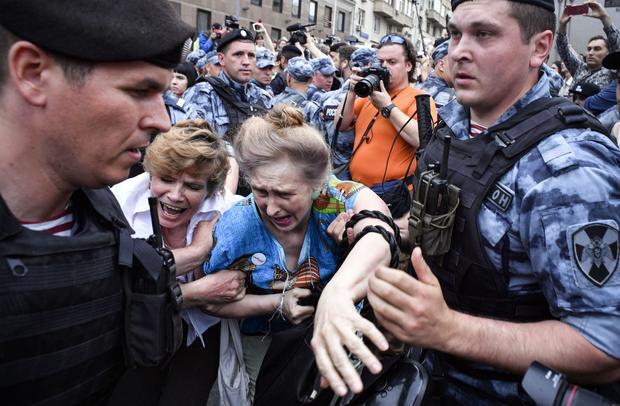 TOPSHOT-RUSSIA-POLITICS-MEDIA-PROTEST