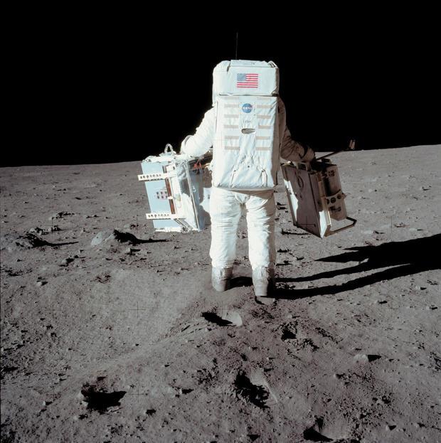 SPACE-MOON-APOLLO XI-ALDRIN-FIRST STEP