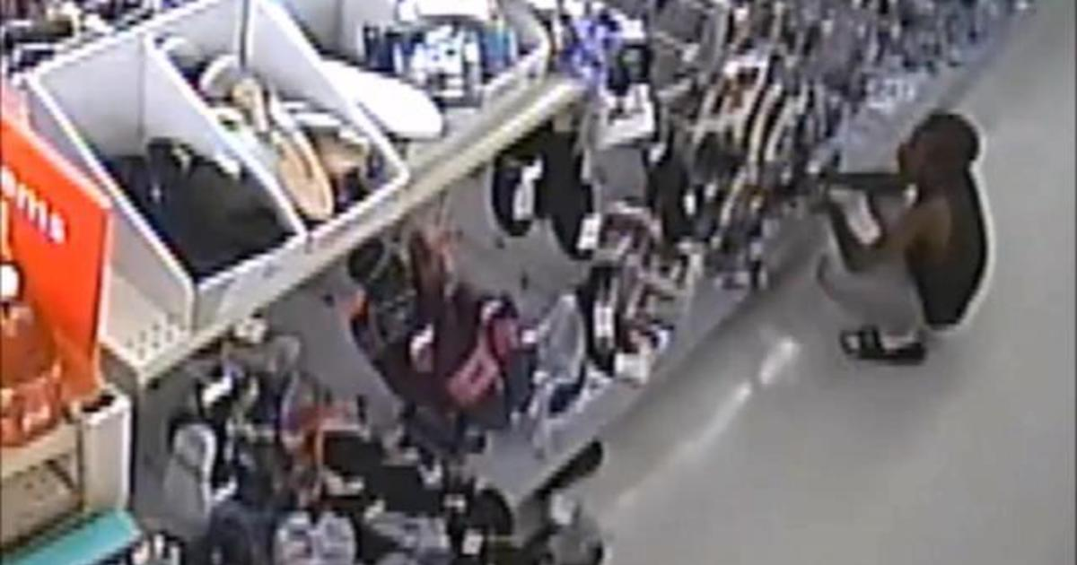 Phoenix police release video of alleged shoplifting that led to standoff
