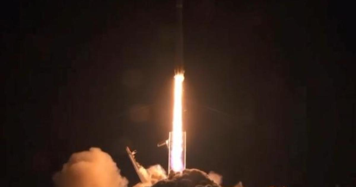 SpaceX successfully launches Falcon Heavy rocket - CBS News