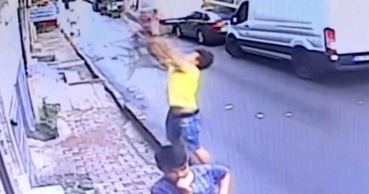 How To Catch Falling Son >> Teen Hailed As Hero After Catching Toddler Falling From