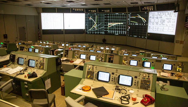 newly-restored-apollo-mission-control-room-houston-space-center-620.jpg