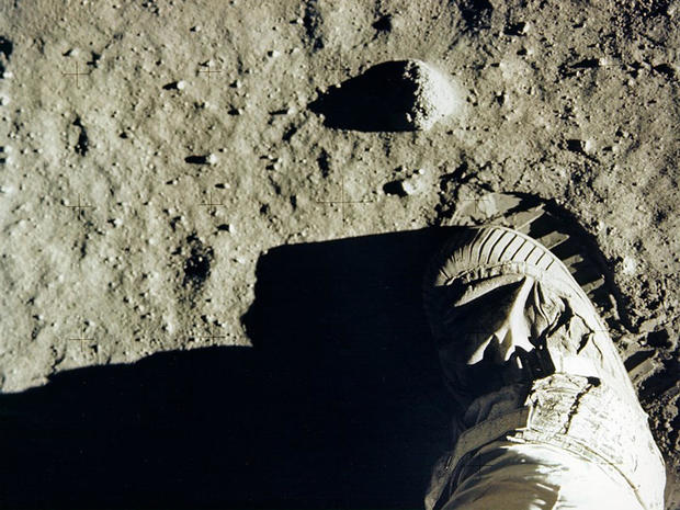 apollo-11-buzz-aldrin-footprint-on-the-moon-nasa-promo.jpg
