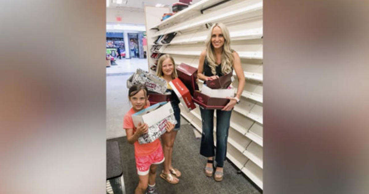 665a83ecd Arkansas mom Carrie Jerrigan buys out entire closing Payless store to give  shoes to kids in need - CBS News