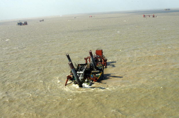 The damaged oil rig lies on the Shengli