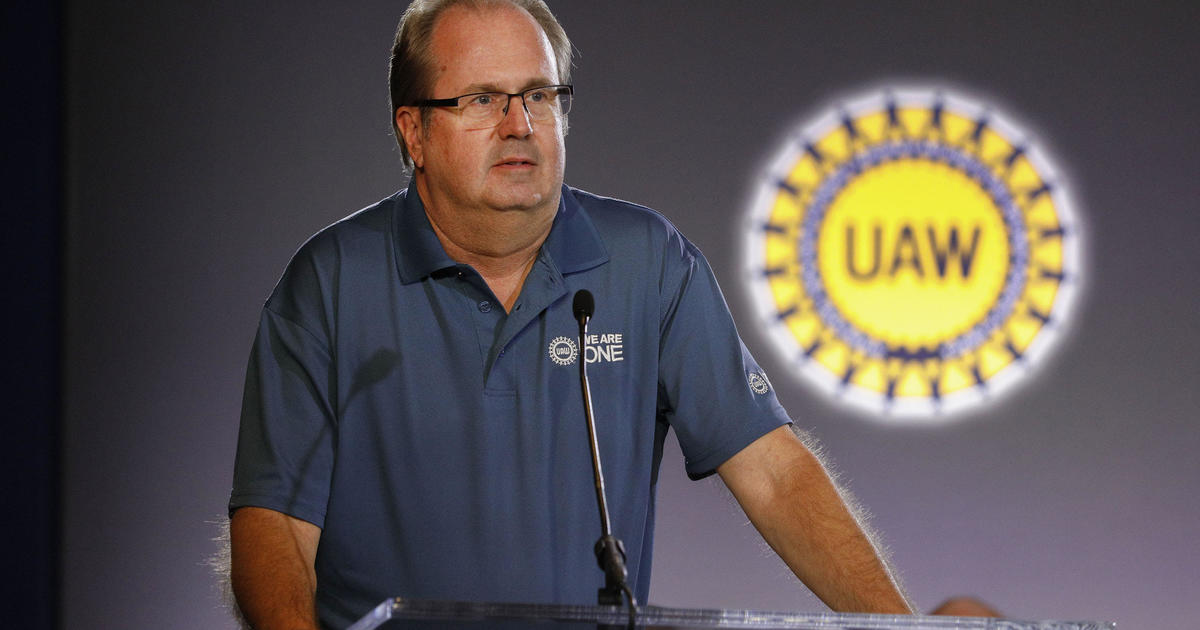 UAW to resume talks with GM Monday, halting planned strike
