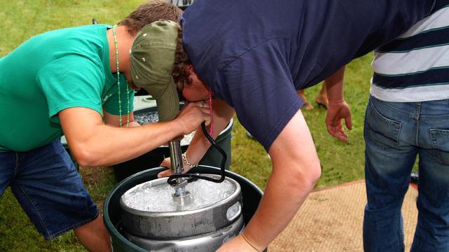 Beer keg stand