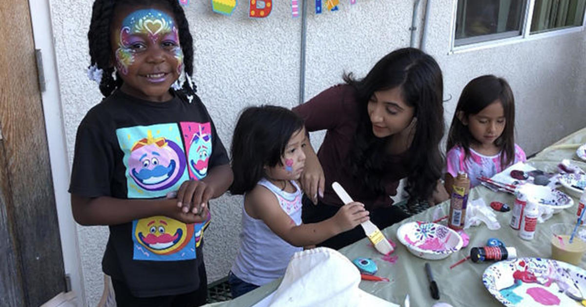 Teen throws birthday parties for homeless children