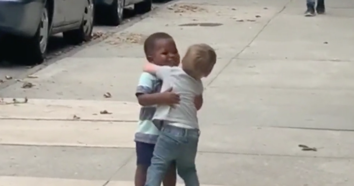 Two toddlers hugging it out on a New York City street will melt your heart