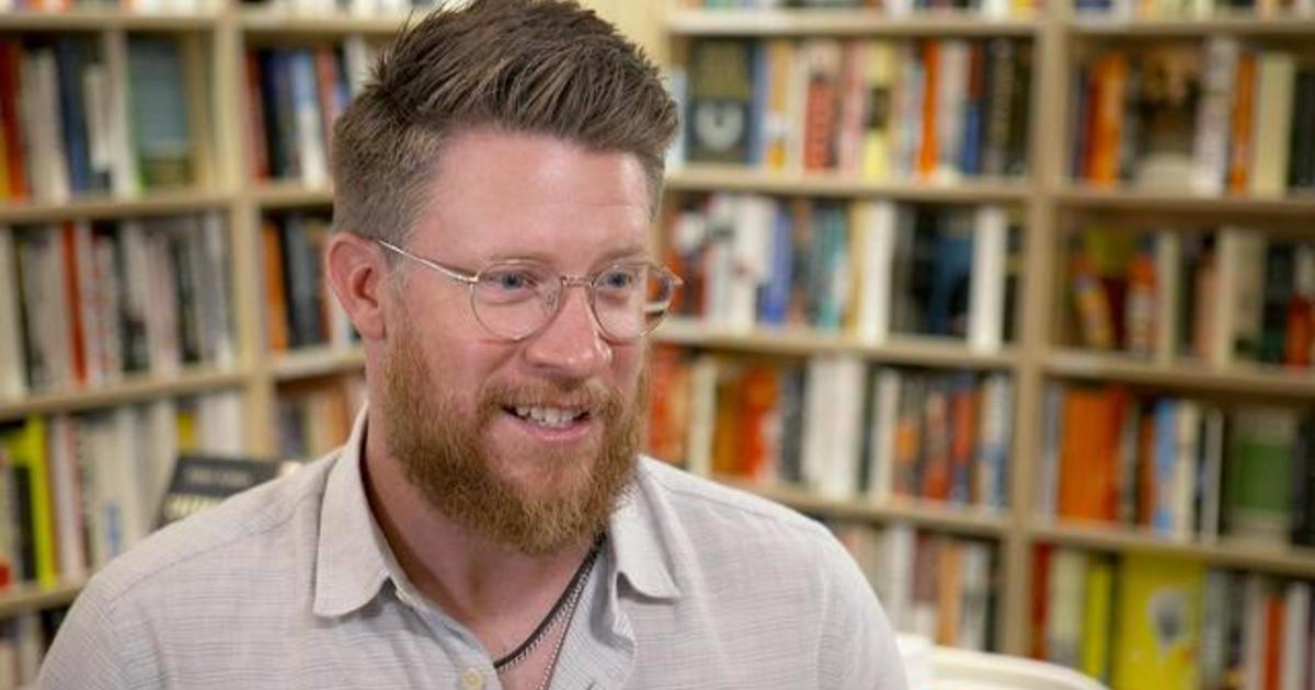 MLB player pitches for independent bookstores