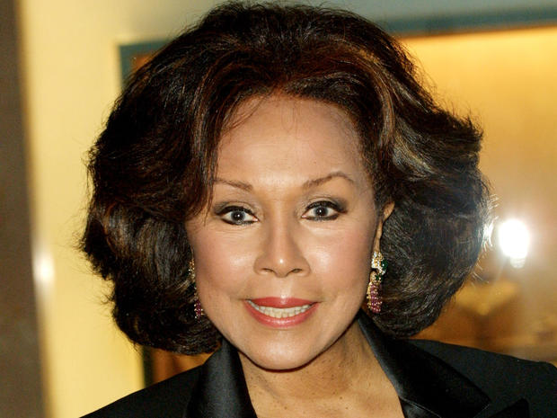 Actress Diahann Carroll attends the Associates for Breast & Prostate Cancer Studies 12th Annual Gala of the John Wayne Cancer Institute November 9, 2001, in Beverly Hills, California.
