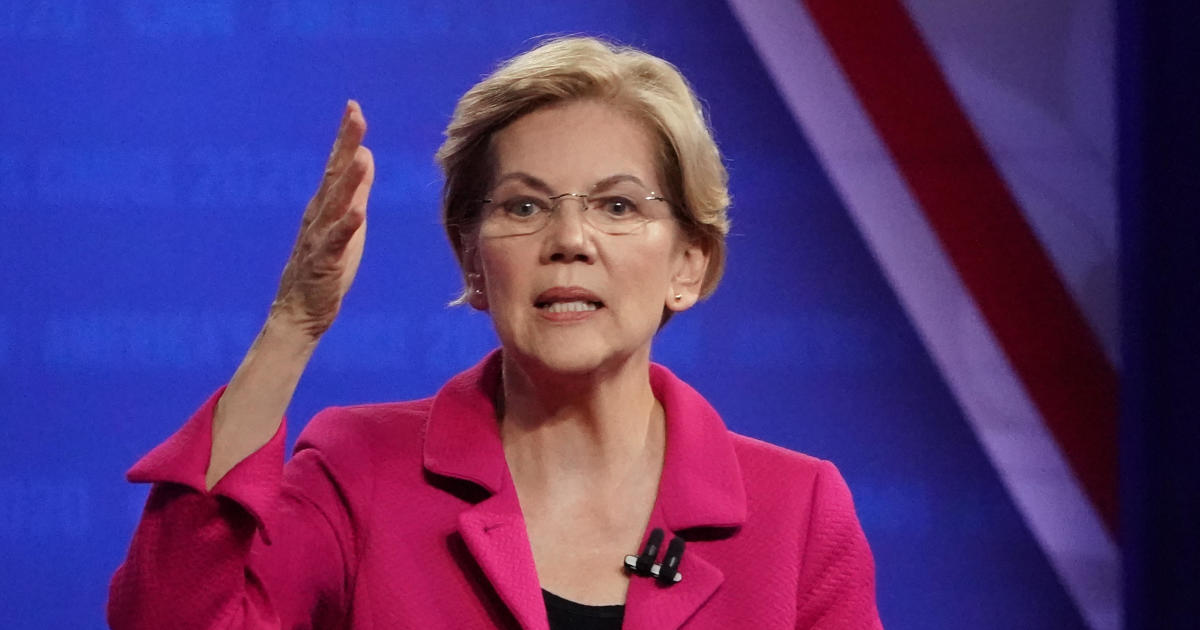 Elizabeth Warren criticizes Mike Bloomberg over financial disclosure extension