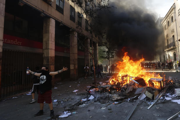 Protests Continue In Chile After President Piñera Declared State of Emergency And Suspended Subway Fare Hike