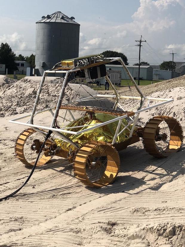 viper-rover-mgru-in-rockyard1.jpg